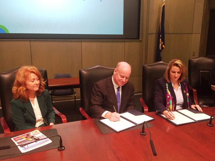 St. Louis Regional Freightway and Port of New Orleans  Sign Memorandum of Understanding Aimed at Fostering Economic Growth