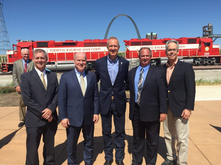 Illinois Gov. Rauner Announces Significant Investments in Regional Freight