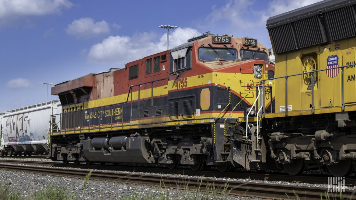 A Canadian Pacific-Kansas City Southern freight train. (Photo: Jim Allen/FreightWaves)